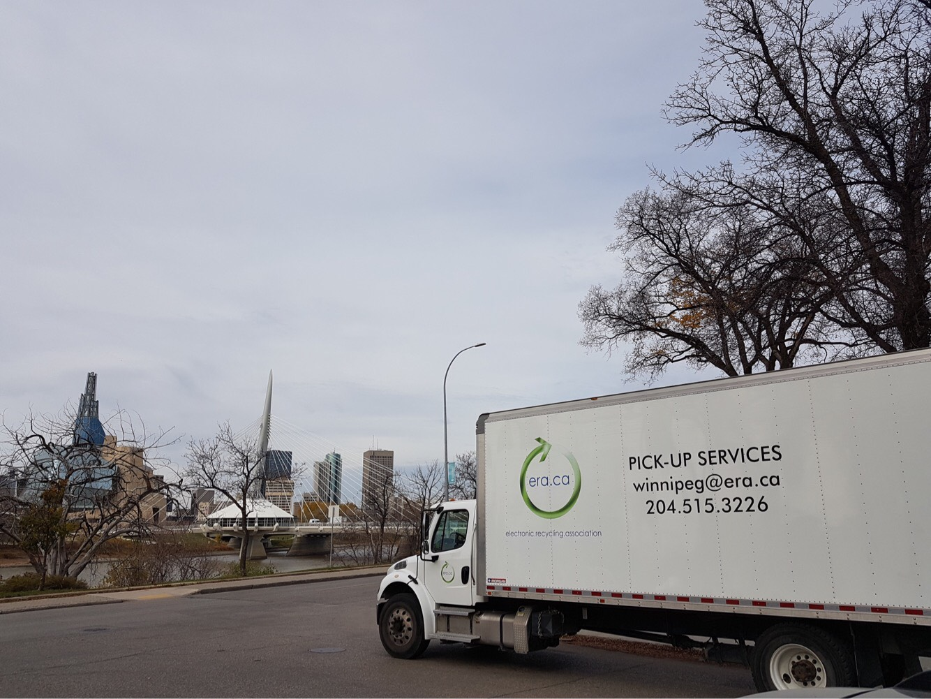 Camion de ramassage de l\'Association de Recyclage Électronique stationné à Winnipeg